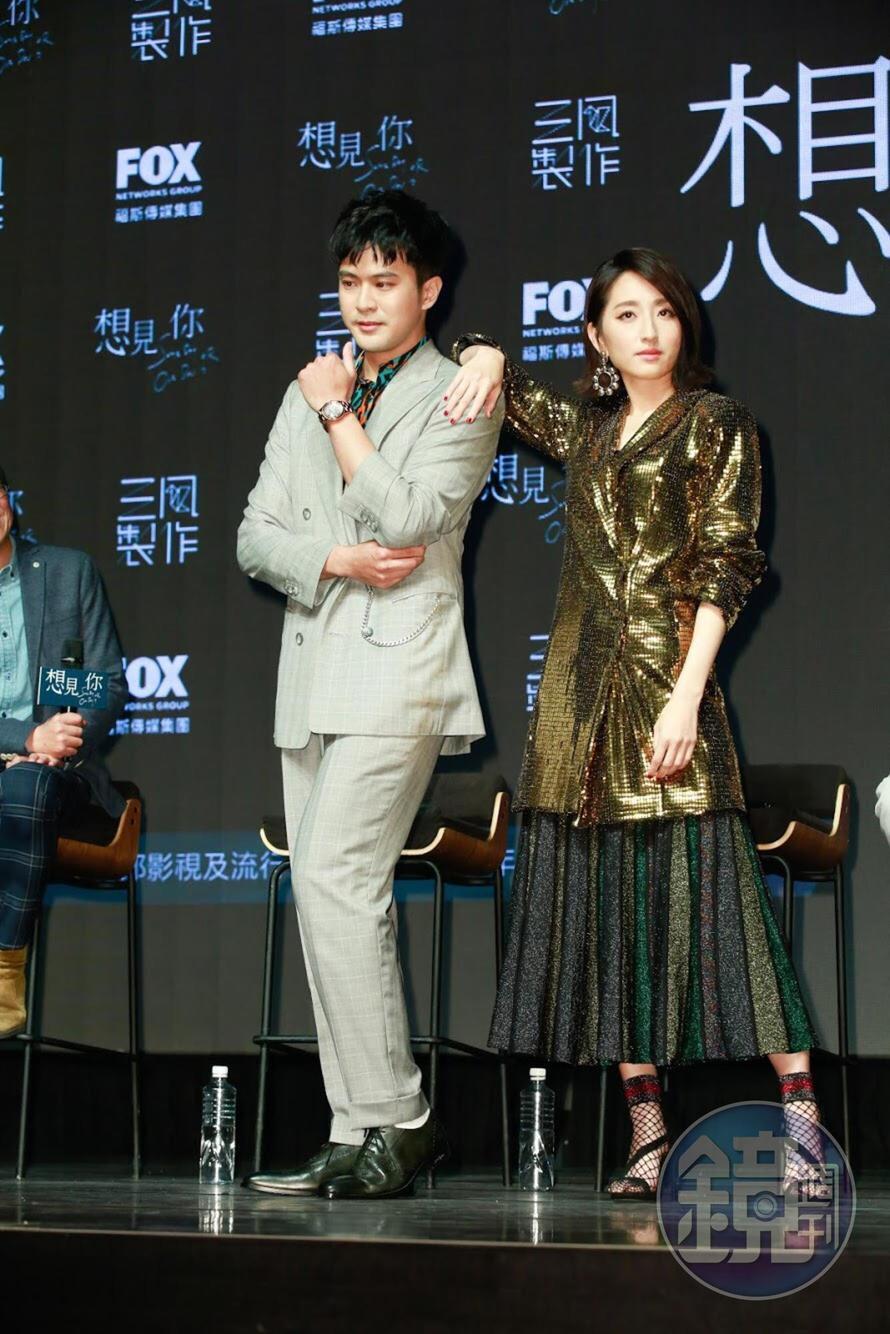 劇組在台南拍攝,身為台南人的顏毓麟(左)不停分享台南美食。