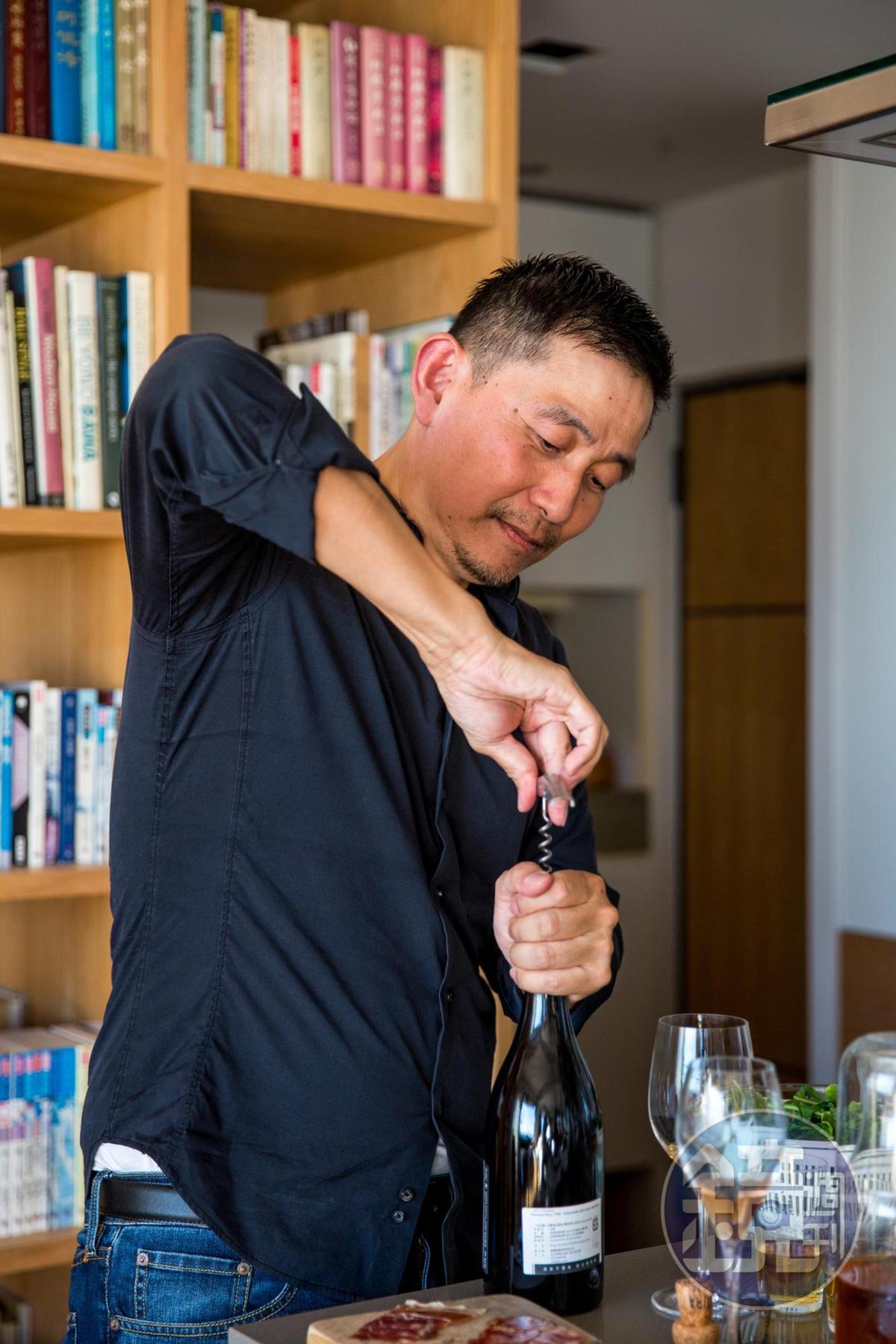 葡萄酒專家林裕森認為,在日常餐桌上喝的的葡萄酒毋須追求波瀾壯闊,價格和滋味都平實的酒才正好呼應悠然生活。