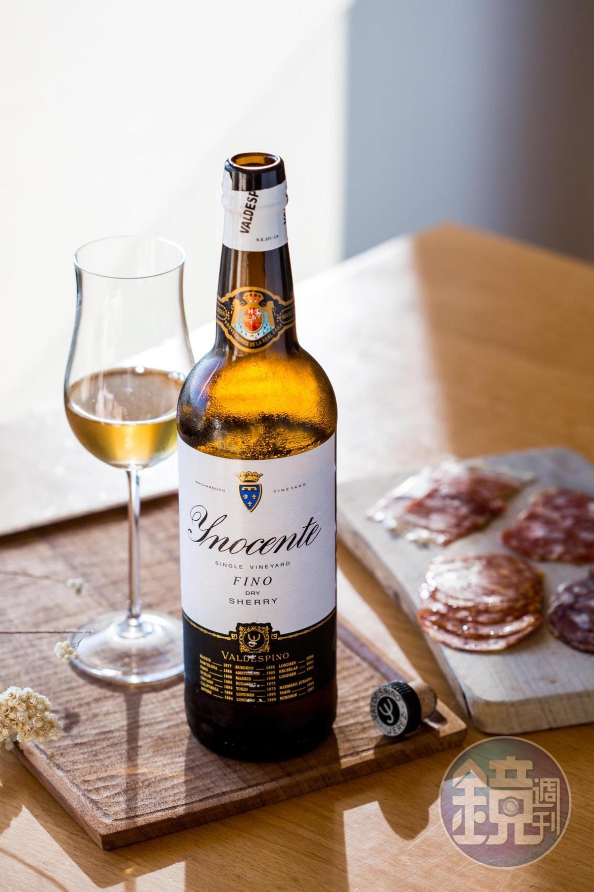 金黃色的「Valdespino, Sherry, Fino, Inocente, NV」,有杏仁和麵包香氣,酒體飽滿,有海水風味。(新生活葡萄酒,1,100元/瓶)