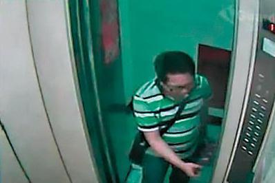 監視器顯示,2014年4月27日藍坤俞搭電梯回家後,隨即消失無蹤,為此警方搜索整棟大樓。(翻攝畫面)