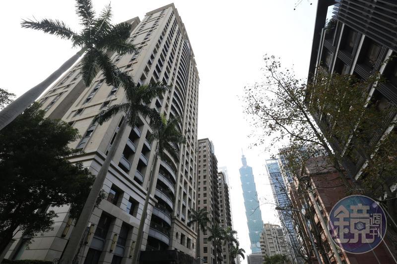 降價求售風吹向北市豪宅,成交量創新高的背後卻是賣方棄守價格防線。