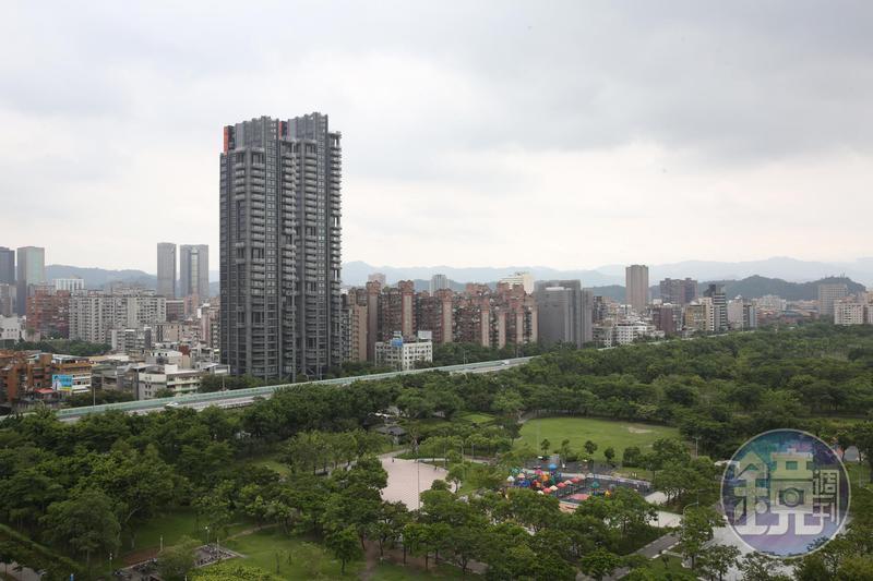 北市蛋黃區豪宅紛紛棄守價格防線,元利信義聯勤卻衝高價,成為新一代豪宅王。