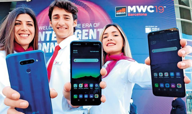 5G話題在巴塞隆納MWC通訊展熱鬧異常,但離全面商業運轉還很遠。(東方IC)