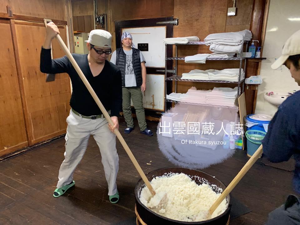 第二年釀造,陳韋仁挑戰以生酛法製作酒母。(陳韋仁提供)