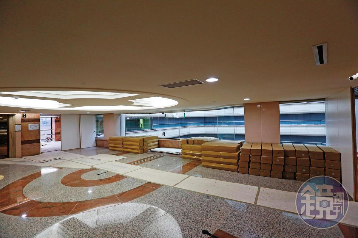 群益證4月將搬遷總部到宏泰大樓,目前正趕工裝潢中。