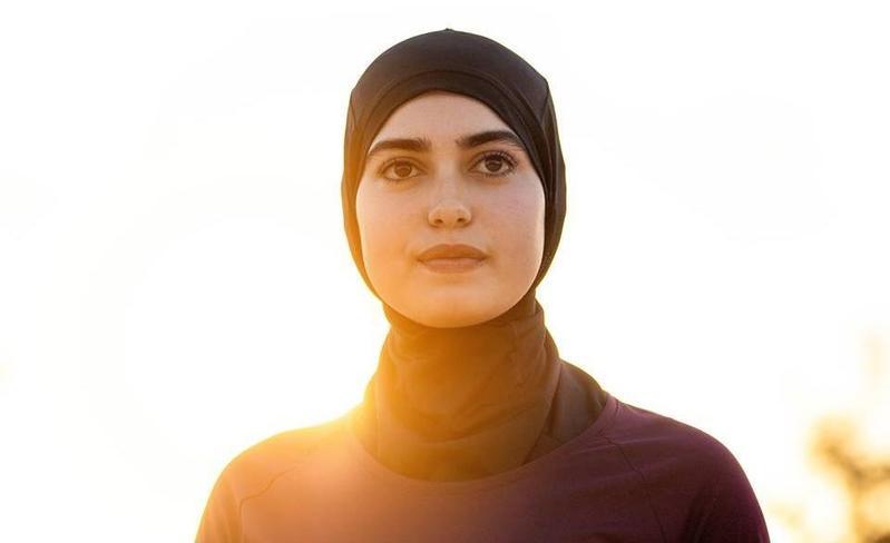 迪卡儂為穆斯林女性設計的運動頭巾。(圖取自Decathlon Maroc臉書)
