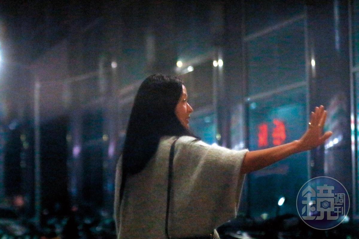 2019/2/20,楊秀容在IG上自爆婚變的那場生日宴會中,孫芸芸也有出席,闇夜中她的身影散發出一股靈氣。