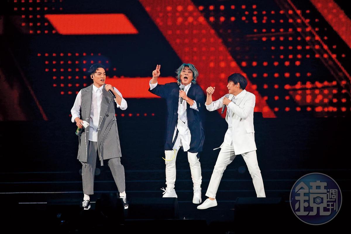 就演唱會的畫面看來,王仁甫(中)的確比其他人還要賣力,看他張牙舞爪的樣子,孫協志(右)在旁輸多了。
