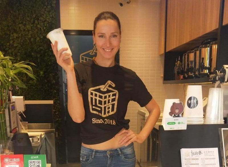 瑪格莉特去年和經紀人合作,砸下200萬元自創手搖飲品牌「新醋感」,即將在大安區微風廣場旁再開第二家分店。(新醋感提供)