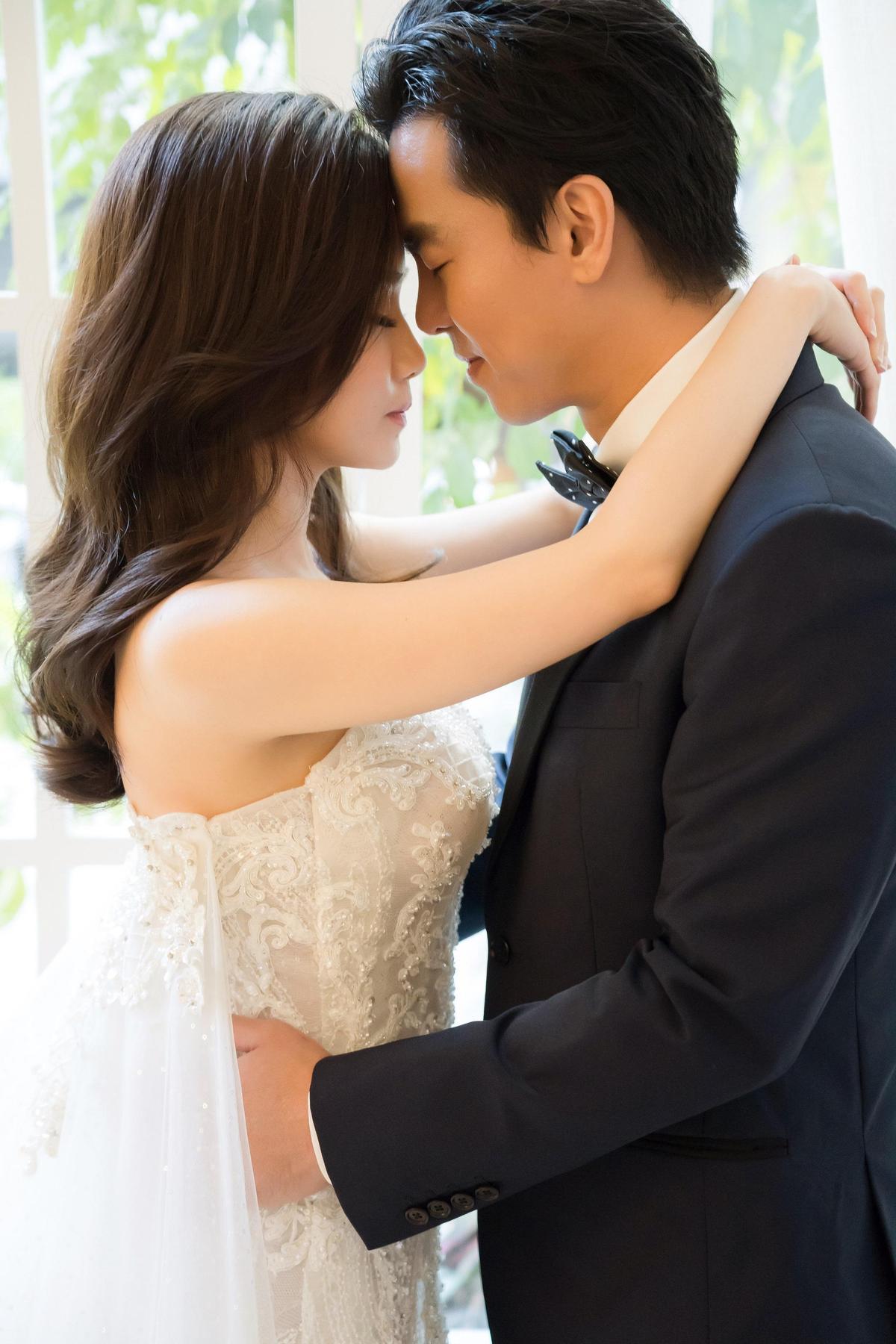 柯有倫的老婆本來怕麻煩不想舉辦婚禮,但柯認為一生就這一次,值得慶祝紀念。(林莉婚紗提供)