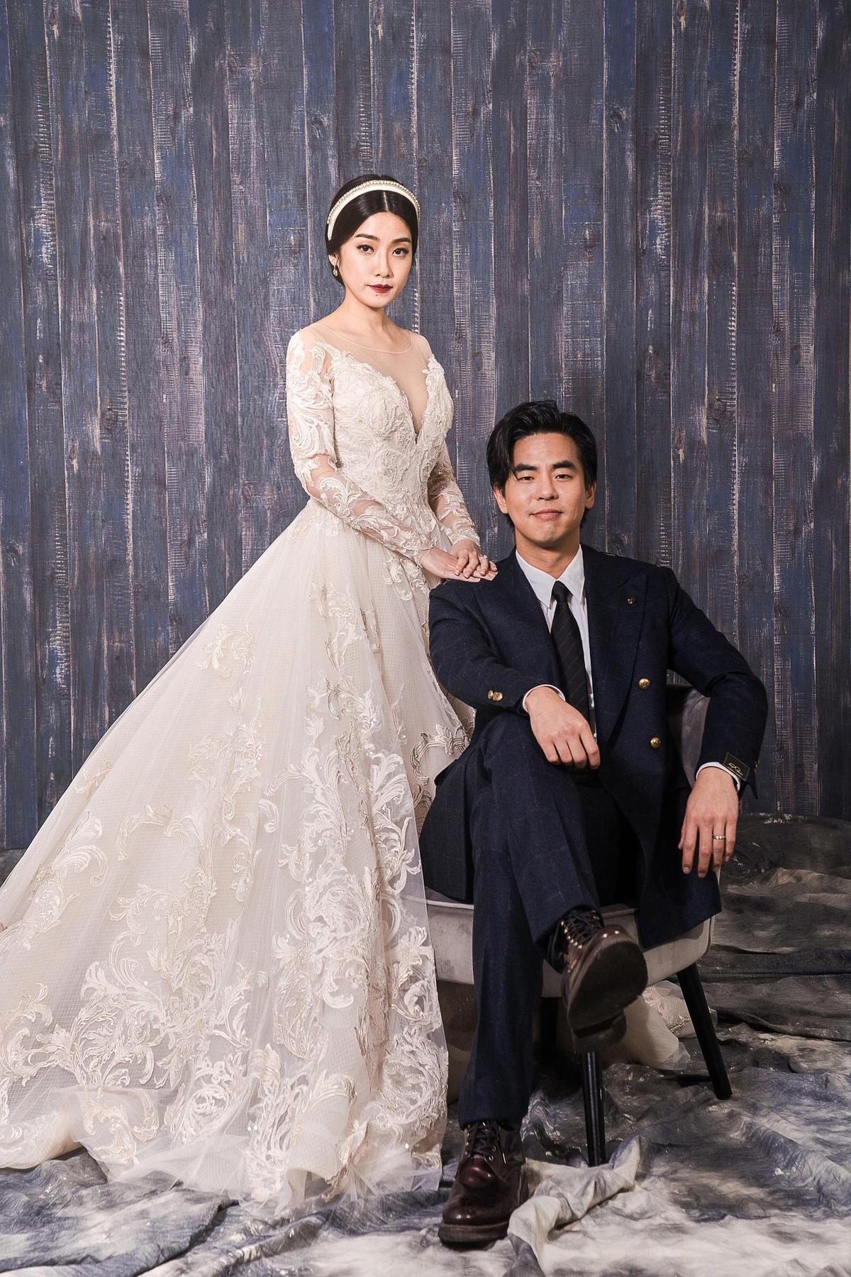 柯有倫的婚紗照曝光,看得出柯有倫瘦身有成,而老婆則是身材相當婀娜。(林莉婚紗提供)