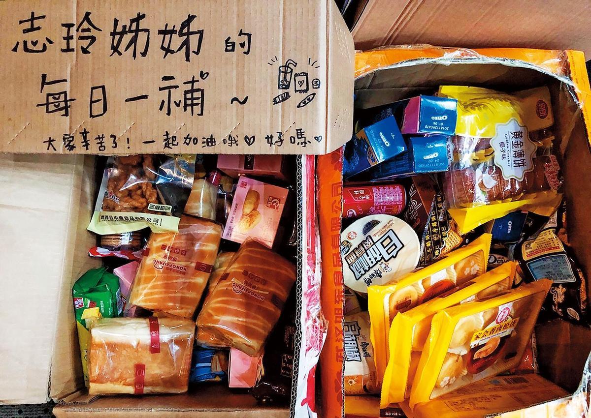 林志玲相當關心身邊的人,常送工作人員零食。(翻攝自林志玲工作室微博)