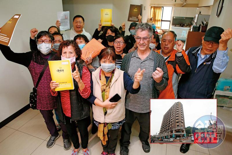 10多名海吉市買方,2月27日到建案屋內集合,並向本刊控訴遭建商詐騙,高喊「無良碩晟,還我房產」。