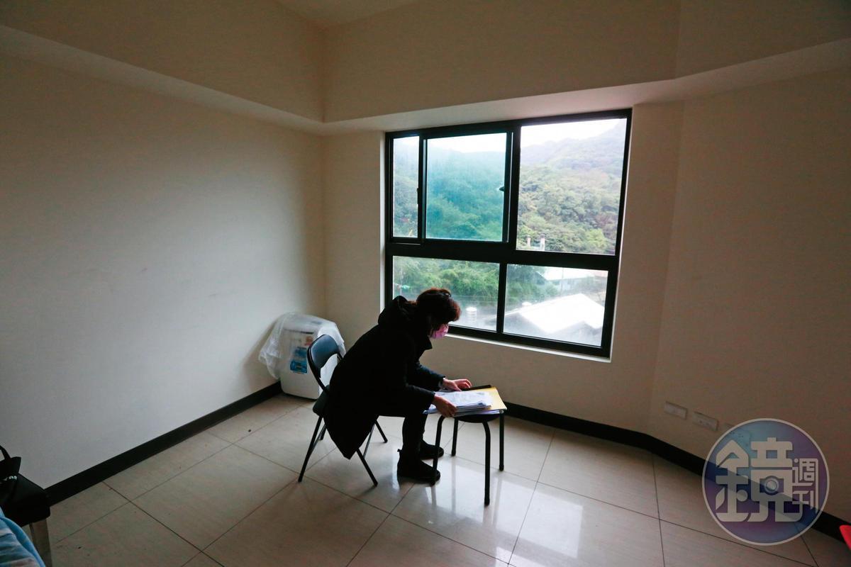 周小姐買了海吉市5樓房屋,搬進去住後才發現1屋6賣,產權不明,隨時會被法拍,至今不敢裝潢,屋內空蕩蕩。