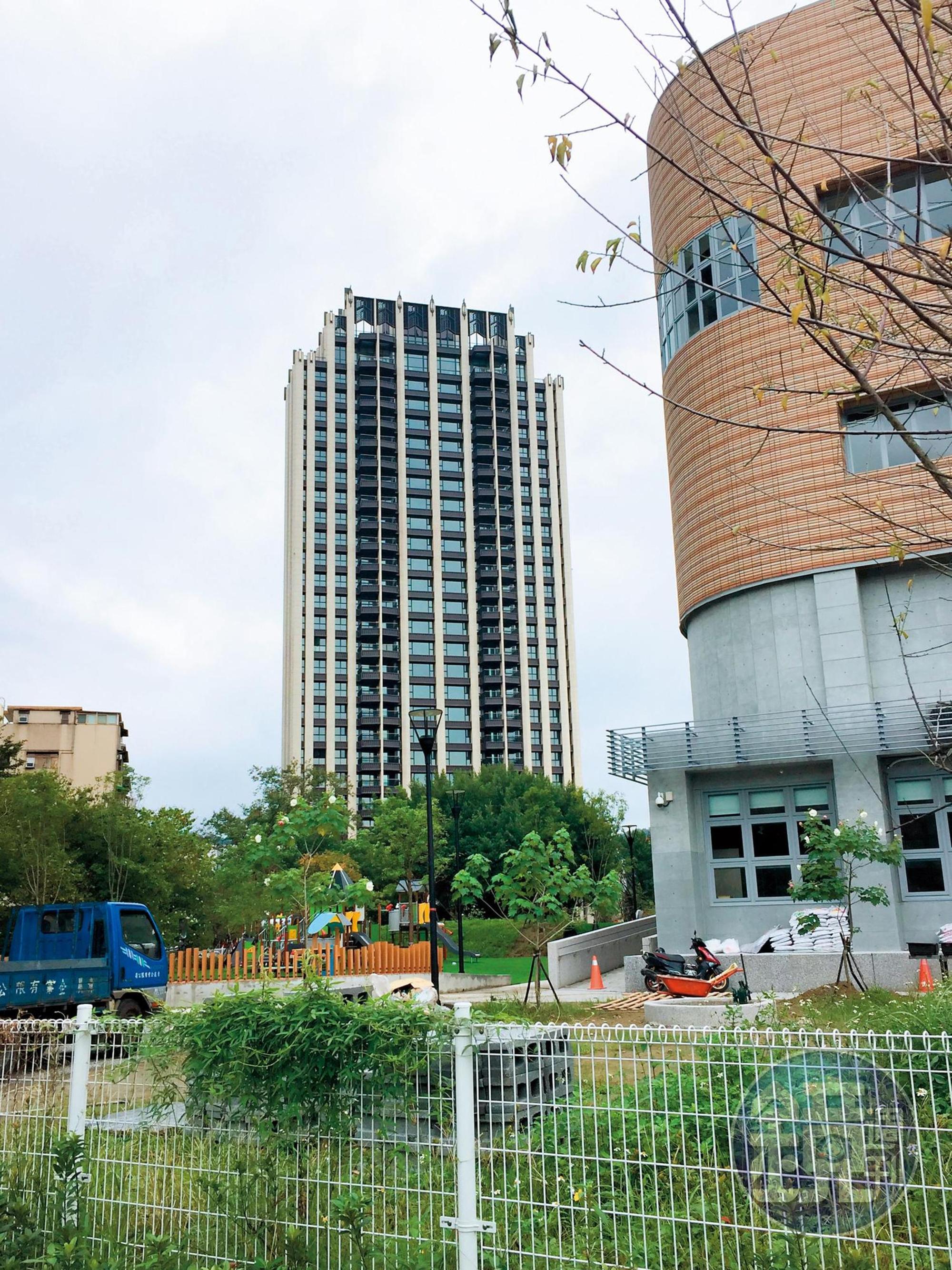 蔡依林曾被目擊與媽媽一起去看台北市大安區豪宅敦南寓邸。