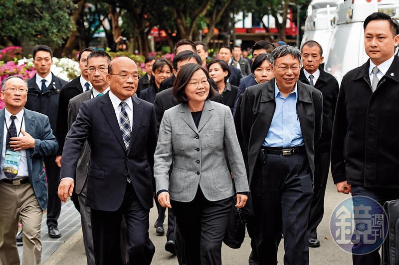 總統蔡英文(前中)找蘇貞昌(前左)回鍋出任閣揆,2人打破多年心結,攜手迎接政權保衛戰。