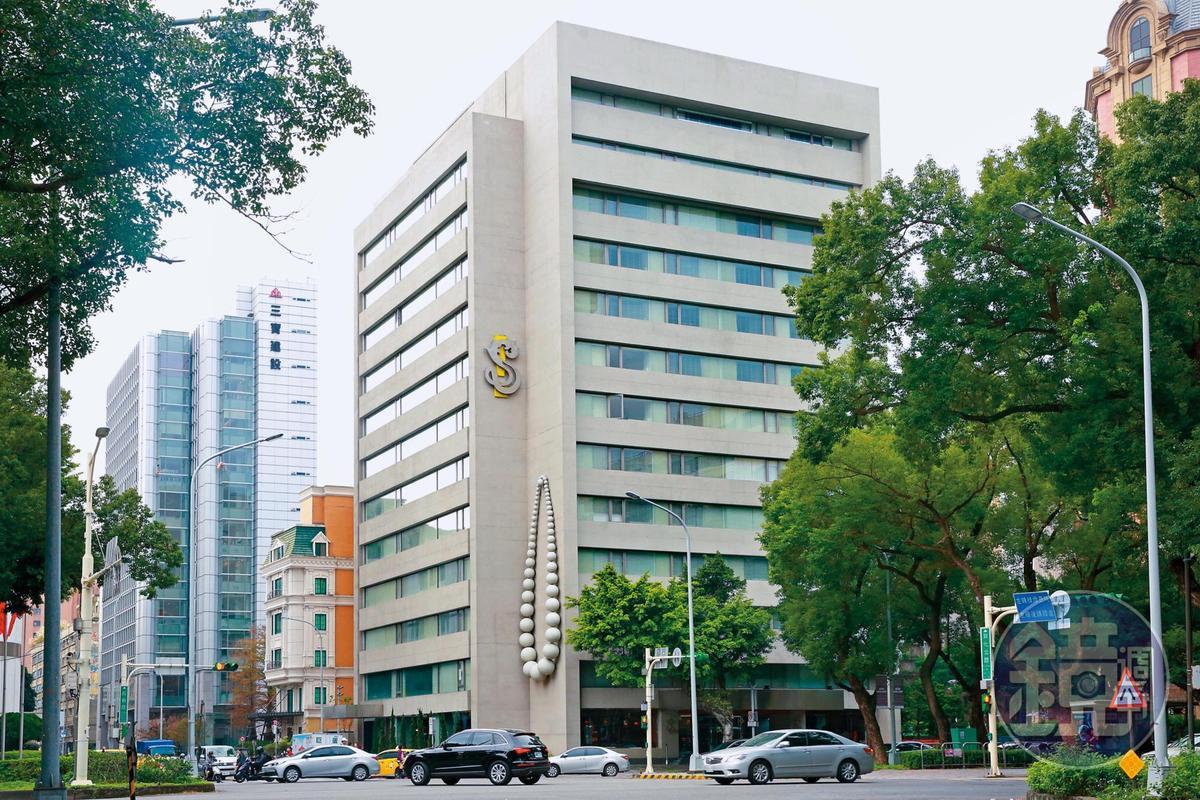 S Hotel的業績,汪小菲一直認為跟陸客不來、蔡英文的兩岸政策息息相關。