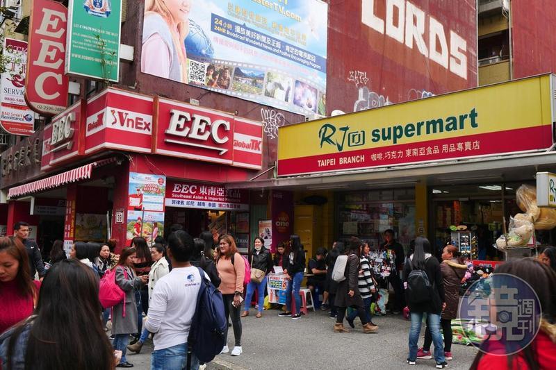 連鎖的EEC是東南亞超市,「RJ supermarket」則以菲律賓商品為主。