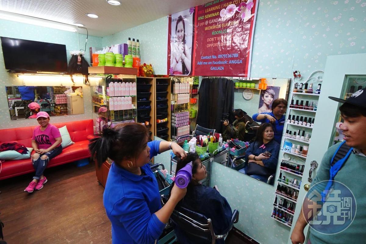 專營美髮的小店,免費教導移工剪髮,讓更多在這裡的菲律賓人能有不同專長。