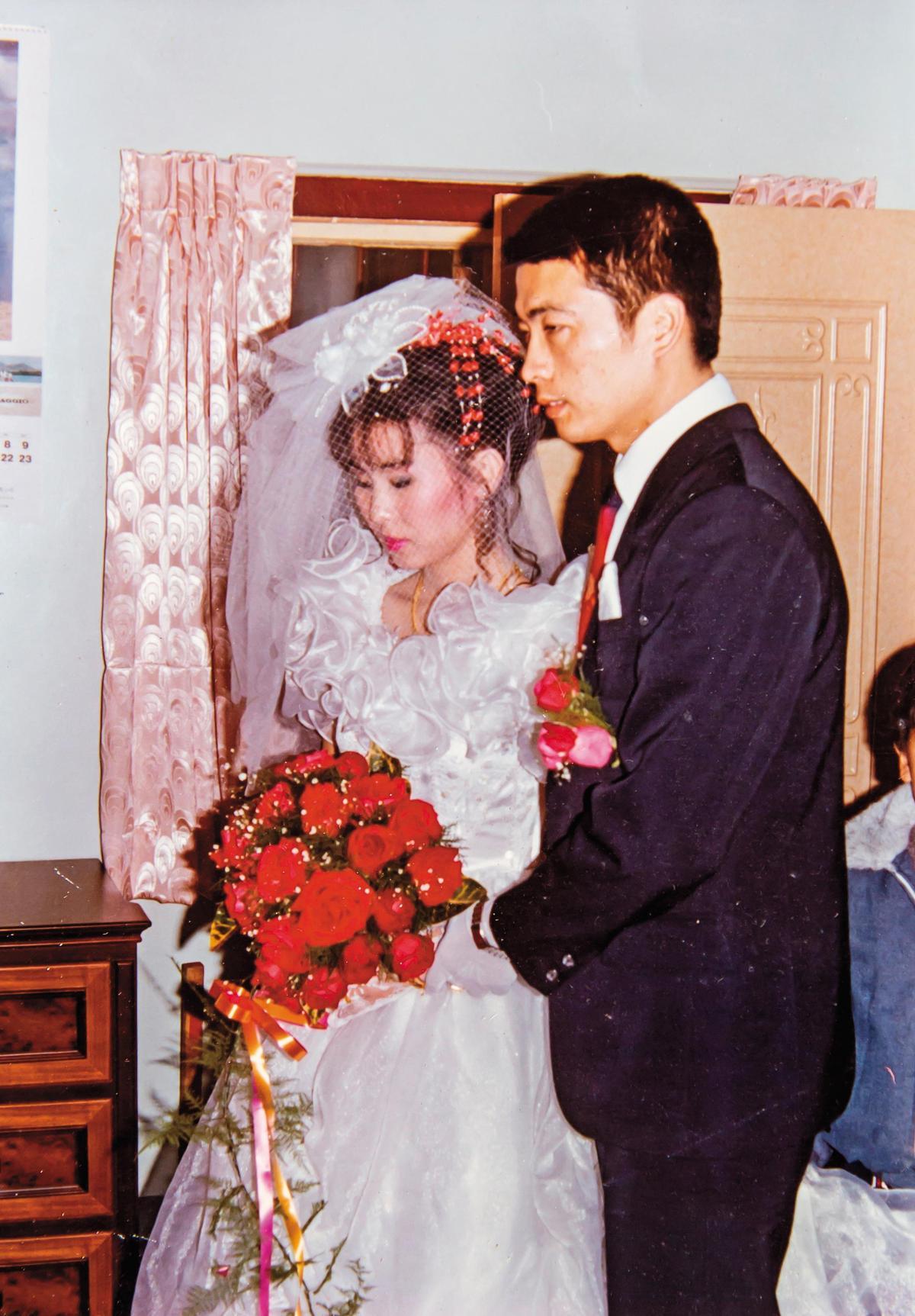 雖因家貧遭太太家人反對,但太太執意嫁他,婚後2人共同打拚事業。(吳文彬提供)