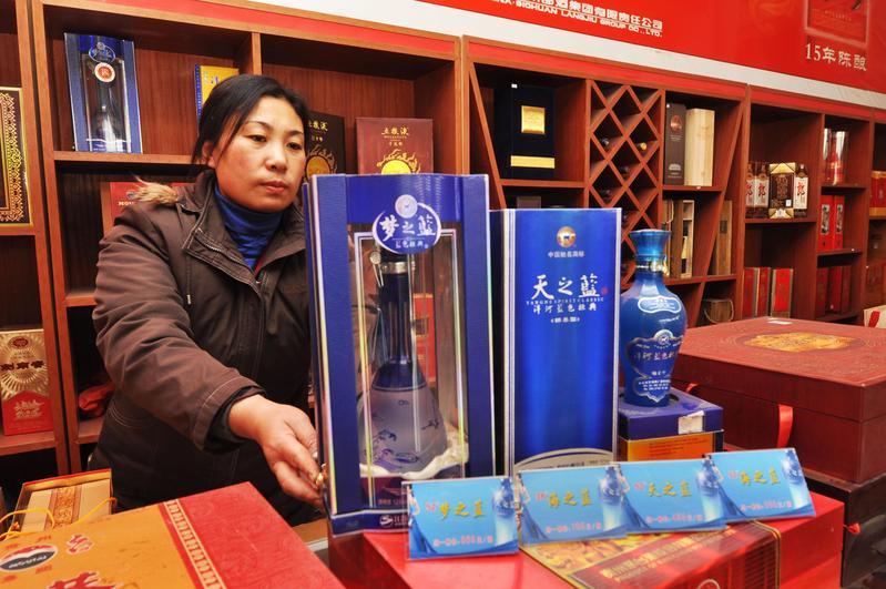 過去1年股價大幅修正的中國民生消費股如白酒,這波成了反彈急先鋒,今年來股價大漲逾2成。(東方IC)