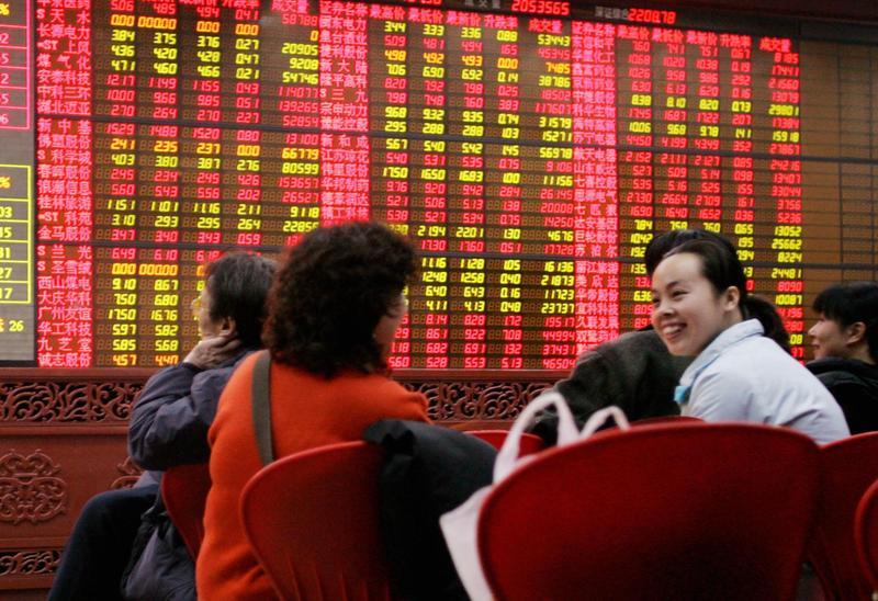 MSCI最新決議將調高A股權重從5%到20%,投資人短期可以先買指數型ETF,跟著外資走。(東方IC)