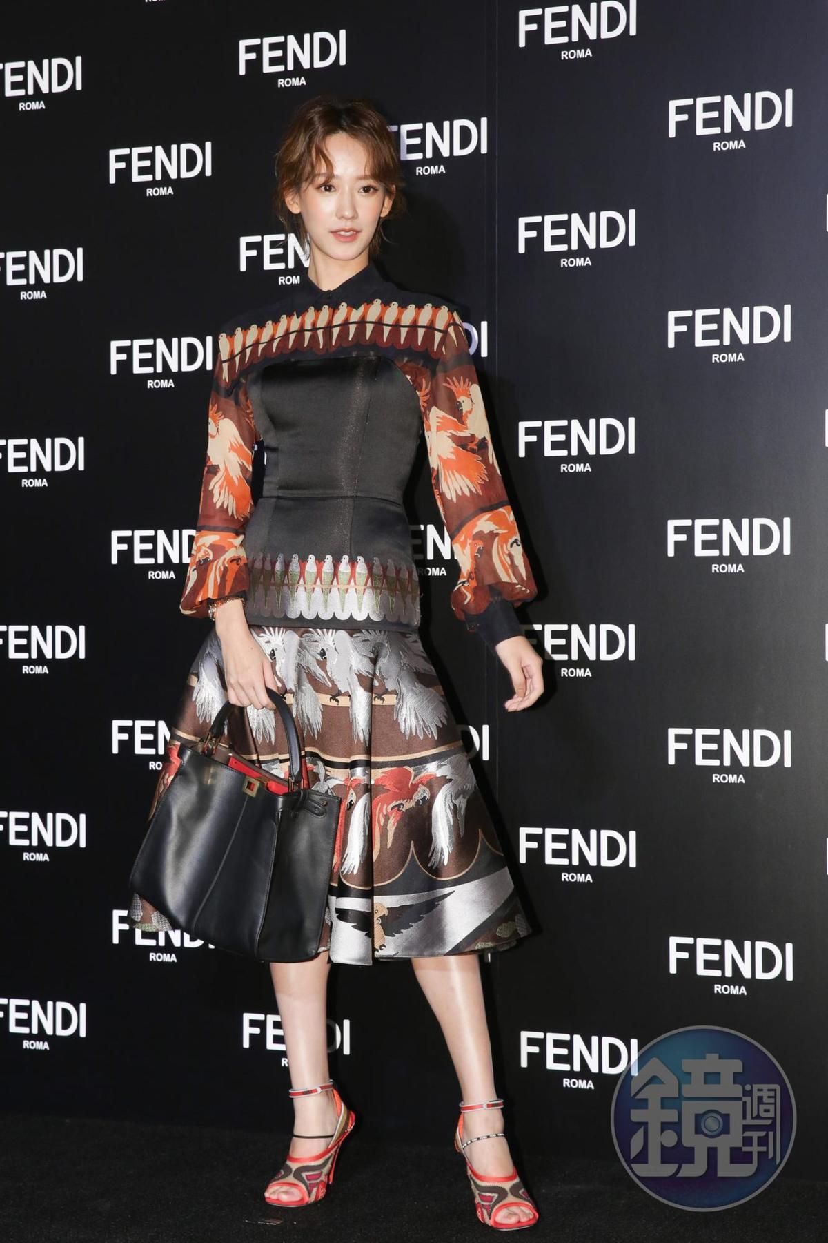 孟耿如也盛裝打扮出席此次特展。
