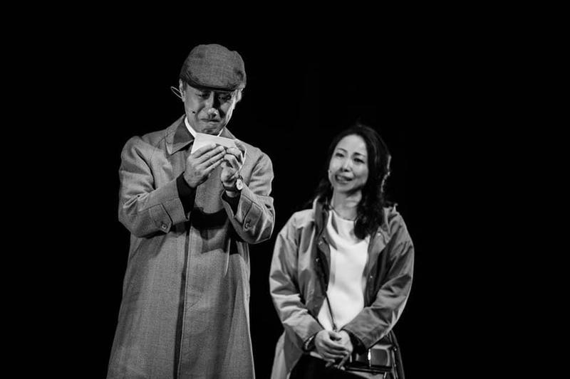 一青妙(右)在《時光の手箱:我的阿爸和卡桑》飾演她自己,真情投入的她多次落淚。(翻攝自時光の手箱 FB)