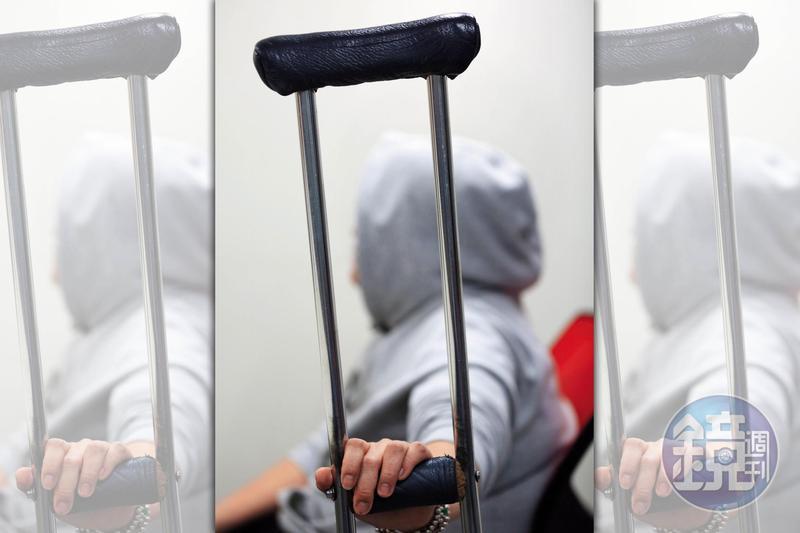 患有小兒麻痺的黃姓女粉絲指控高盟傑沒良心,連身障者的錢都要騙。