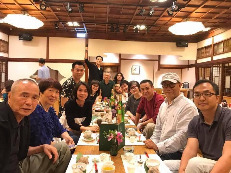 喜翔和導演侯孝賢合作了幾次,他笑說自己和侯孝賢是用武士刀相見。(翻攝自喜翔臉書)