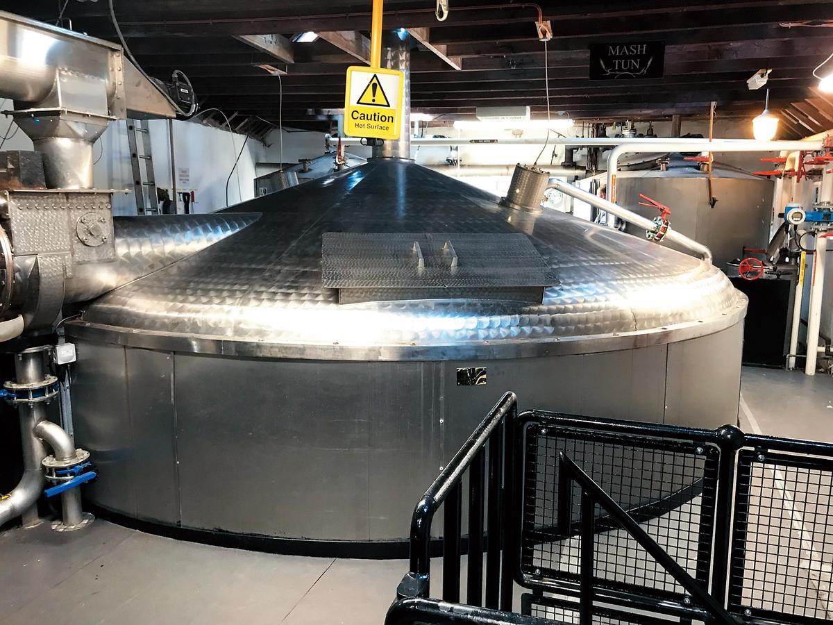 不鏽鋼糖化槽運作時,每批經歷3次加水(63.5℃、90℃、95℃)。