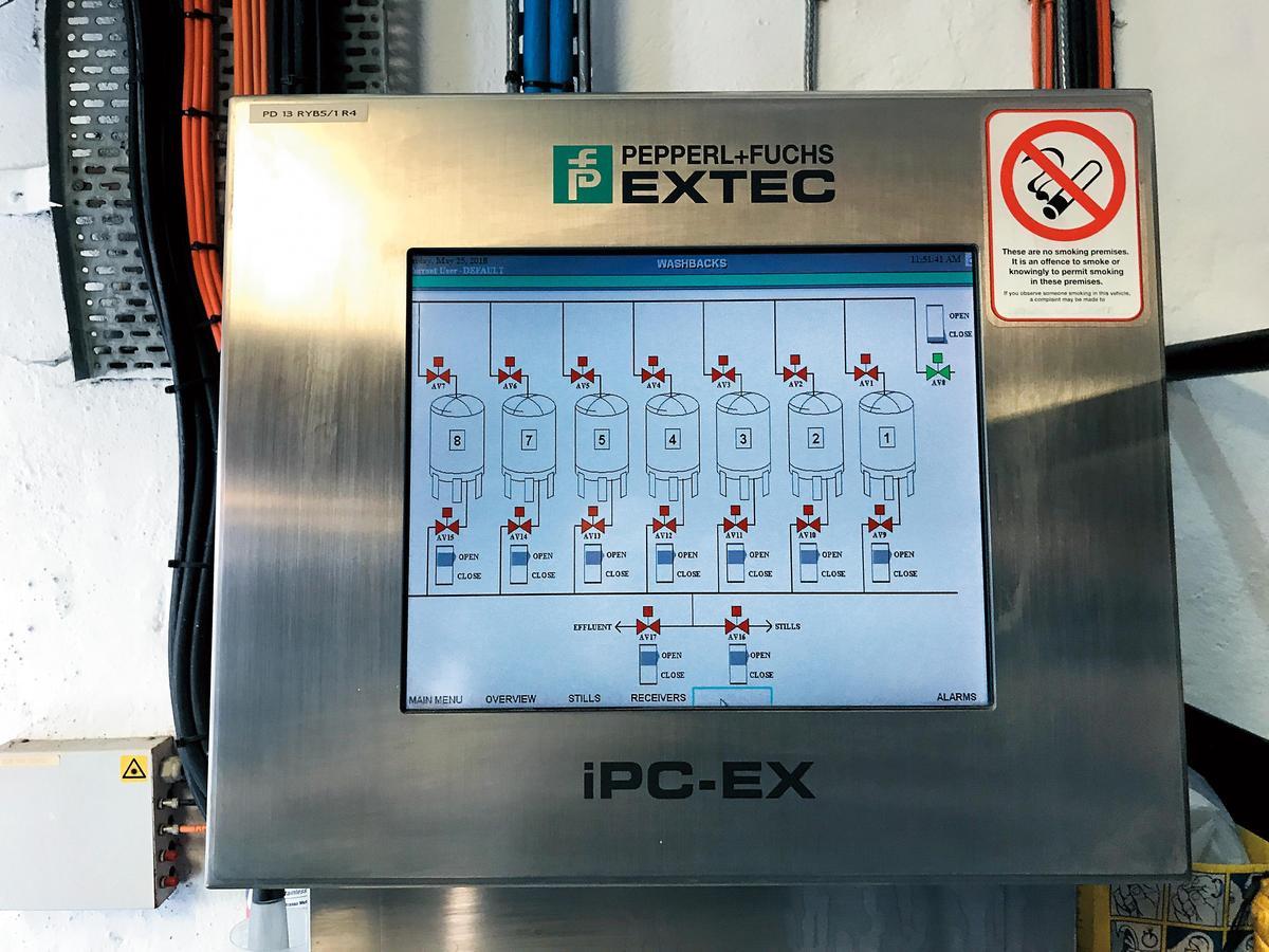透過電腦儀表板,可以監控8個發酵槽的狀態。
