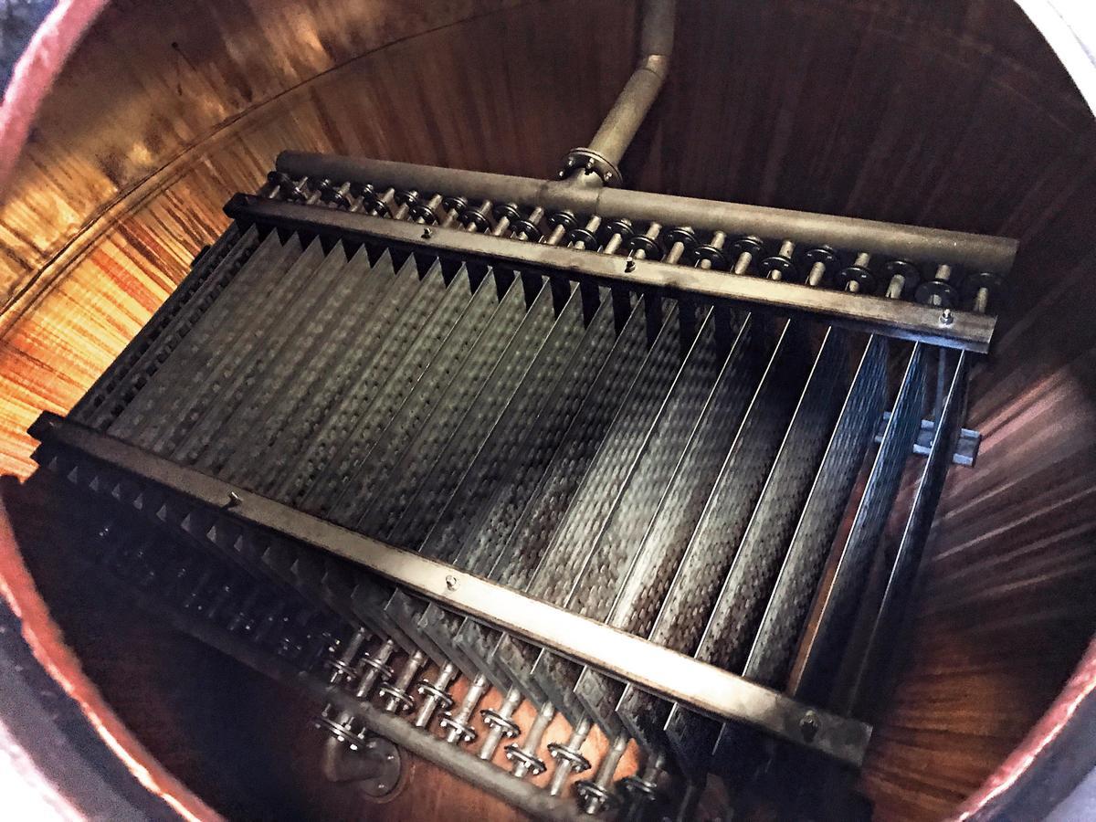 蒸餾器裡面的加熱管,難得可以拍得如此清楚。