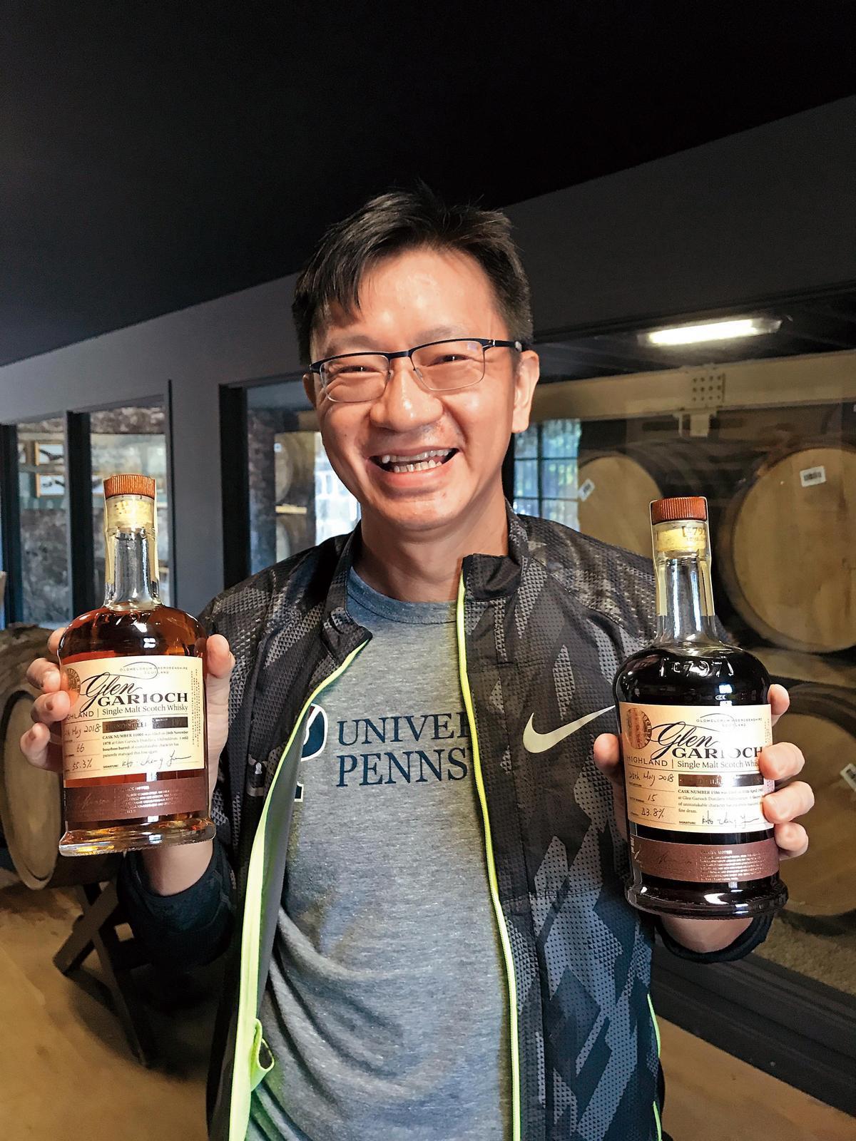 K大(姚和成)現場裝了2瓶,分別是1978年的Peaty波本、酒精度55.3%(左),及1985年的Peaty雪莉Butt、酒精度43.8%,不愧是「台灣之光」。