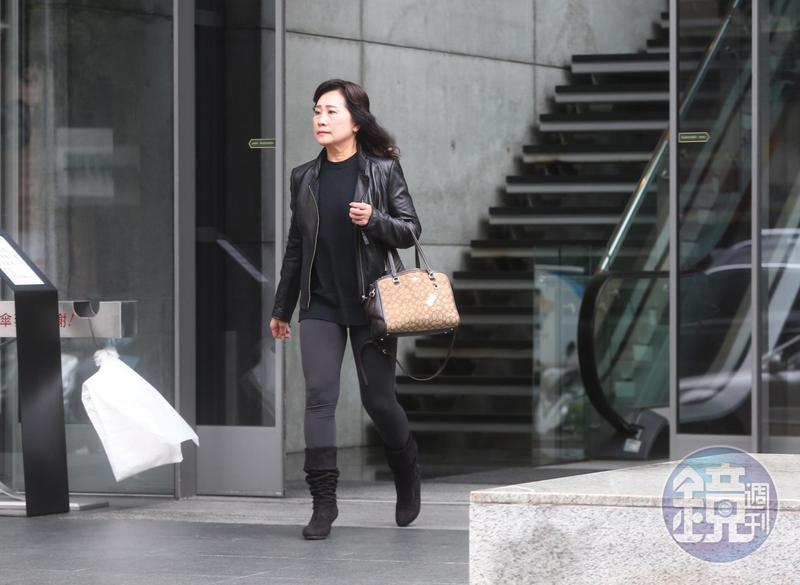 已故的職棒味全龍隊總教練徐生明的遺孀謝榮瑤,11日拜會頂新和德文教基金會創辦人魏應充,洽談味全龍復隊事宜。