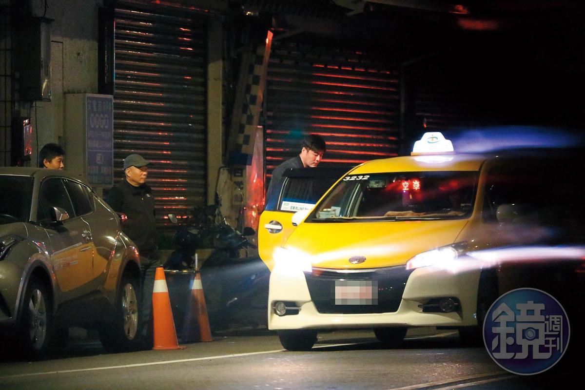 2/28 00:45 隨後劉至翰上車,Vivian隨車送他回家。
