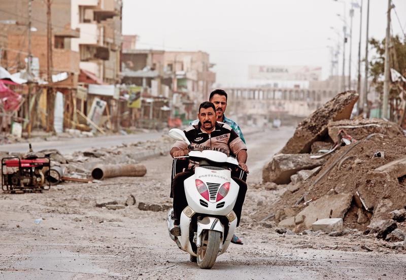 彰化縣警局報廢的警用機車,出現在伊拉克滿目瘡痍的戰區拉馬迪(Ramadi)。(東方IC)