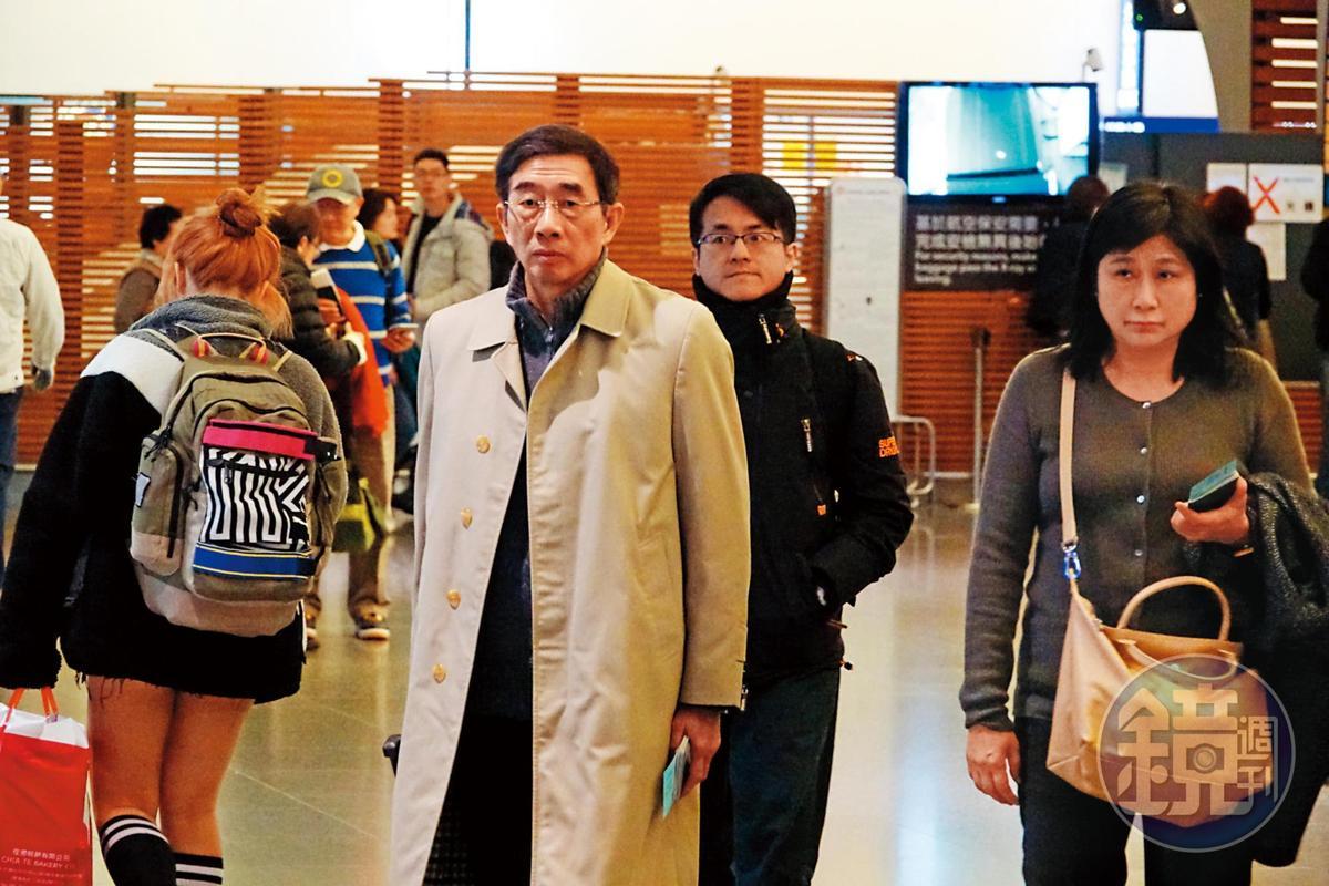 以張國華(左)為首的大阿哥派,在2月的長榮國際董監改選拿下3董1監,並支持柯麗卿續任長榮國際董座。右為張國華妻子楊美珍。