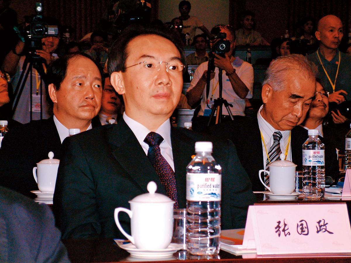 老三張國政(前)聯手老二張國明等人,向台北地院聲請假處分及提起民事訴訟,提出長榮國際2月舉行的股東會決議無效等主張。(聯合知識庫)