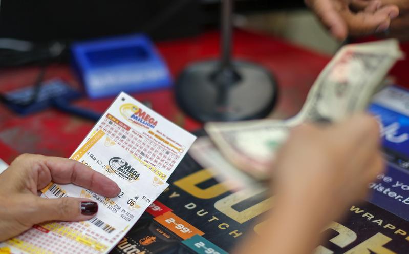 美國一名女子腦中一直浮現「1、0、3、1」這4個數字,她用這4個數字買了30張彩券全中,成功抱走463萬元獎金。圖為示意圖。(東方IC)