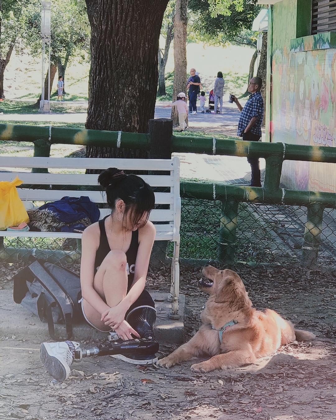 稅尹不時在IG分享生活照,還養了一隻黃金獵犬。(翻攝自稅尹IG)