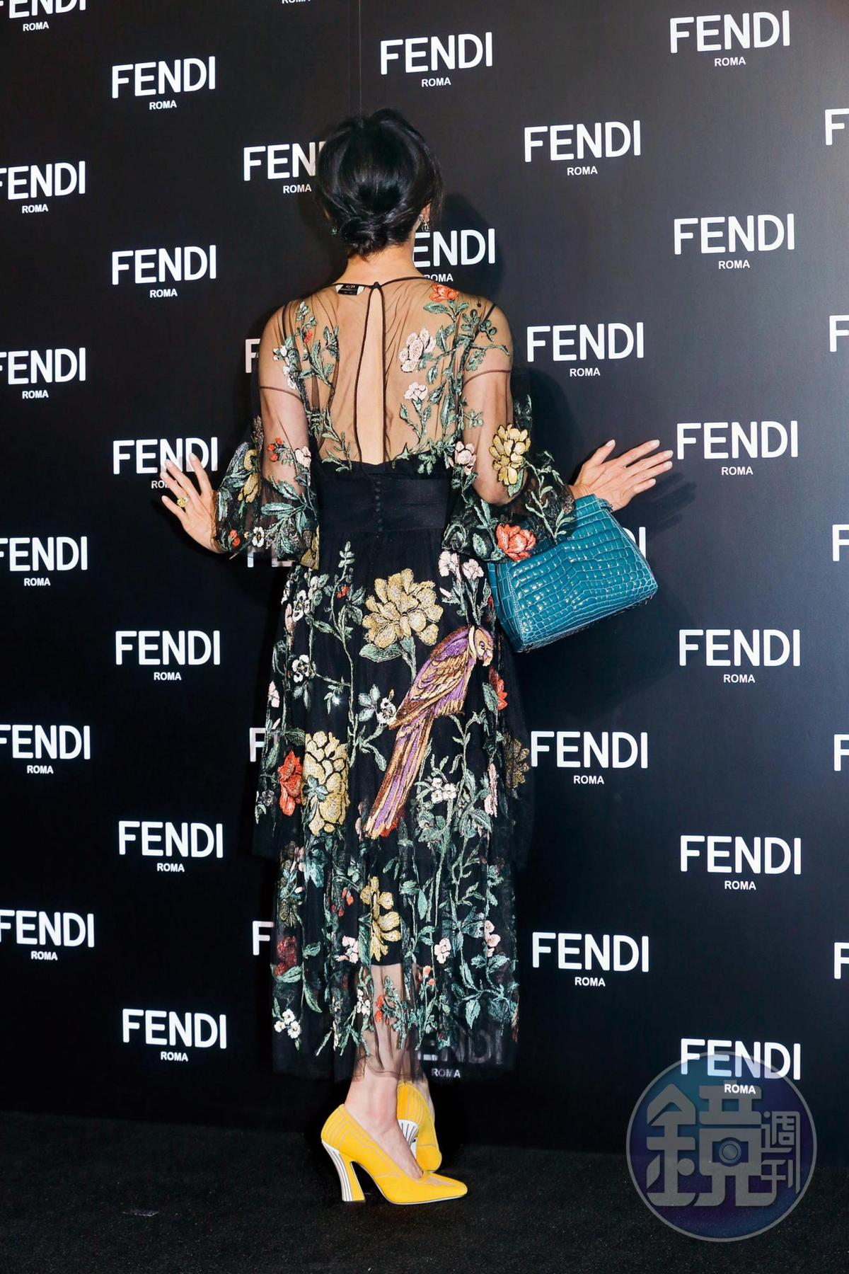 劉嘉玲身為當天最大咖,她也很懂得如何穿贏其他女星。