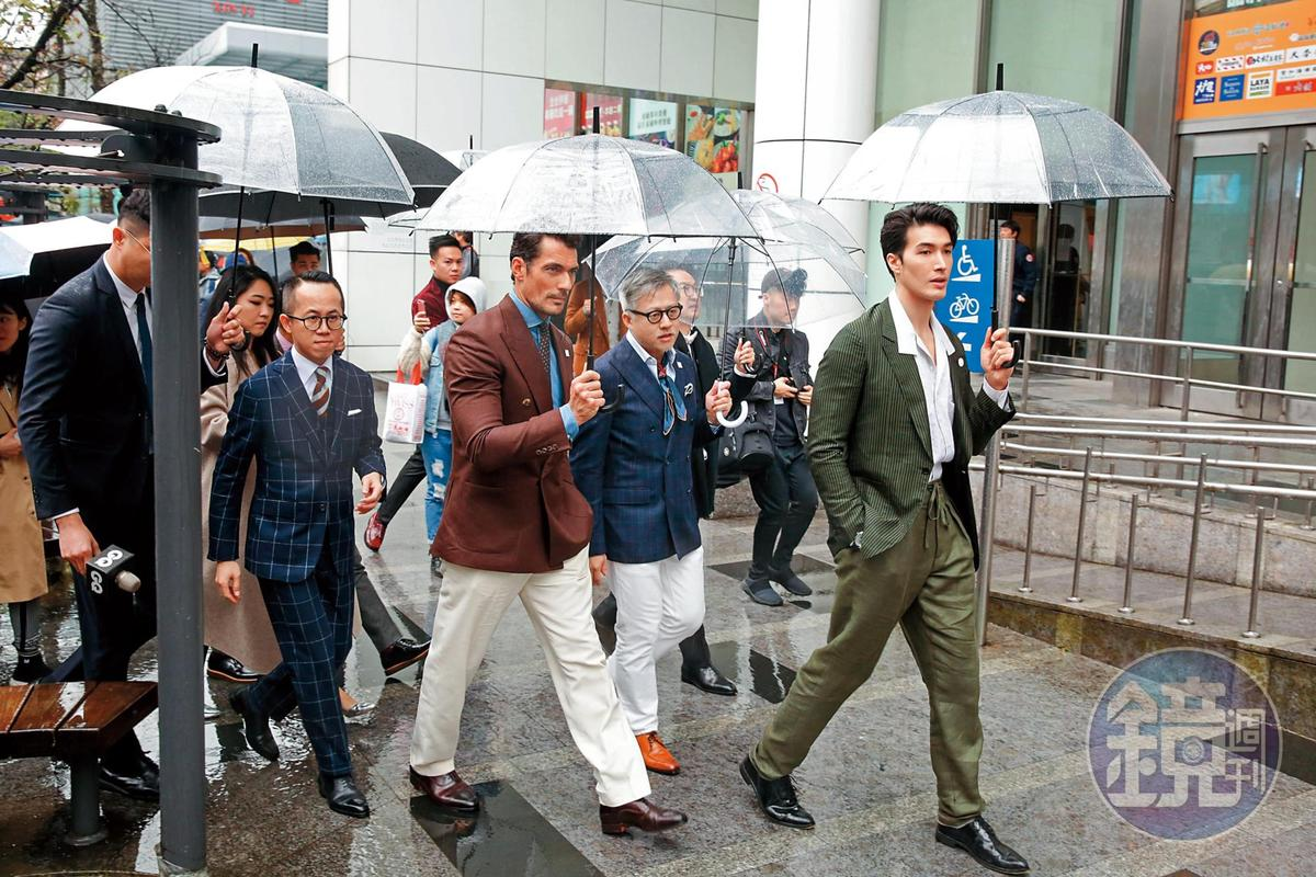 雖然感覺搶先一步走在大衛甘迪(前排左一)前頭,但因為氣場輸了,錦榮(右一)反而像開路小弟。