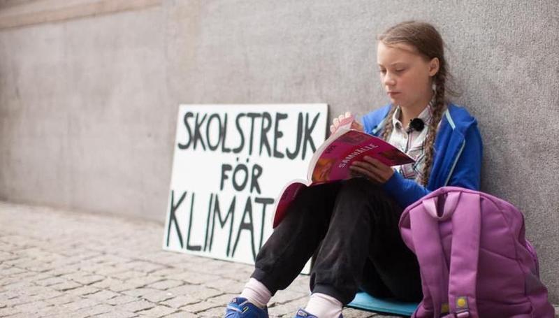 桑柏格於瑞典國會前罷課行動的身影。(圖取自Greta Thunberg臉書)