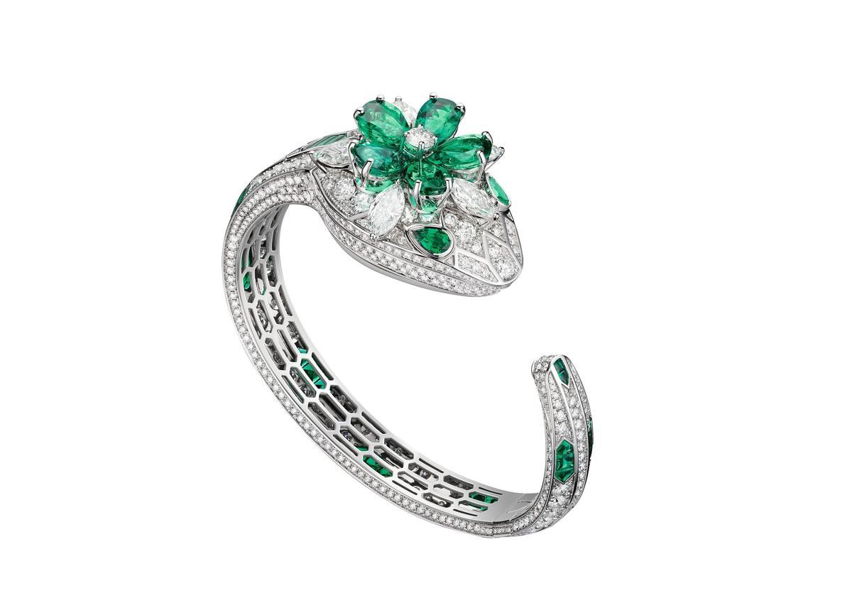 BVLGARI SERPENTI MISTERIOSI SECRET系列,頂級白K金鑽石與祖母綠。約NT$ 18,286,000。(寶格麗提供)