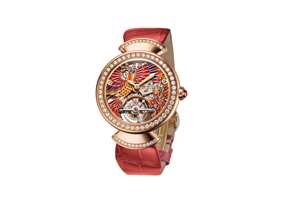 BVLGARI DIVA'S DREAM 系列孔雀鏤空陀飛輪女性腕錶。約NT$4,370,000。(寶格麗提供)