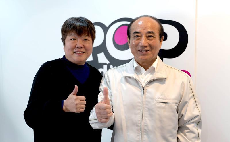 黃光芹因專訪韓國瑜,遭韓粉威脅恐嚇,前立法院長王金平力挺黃,認為她只是在善盡媒體人的責任。(翻攝自王金平粉絲專頁)
