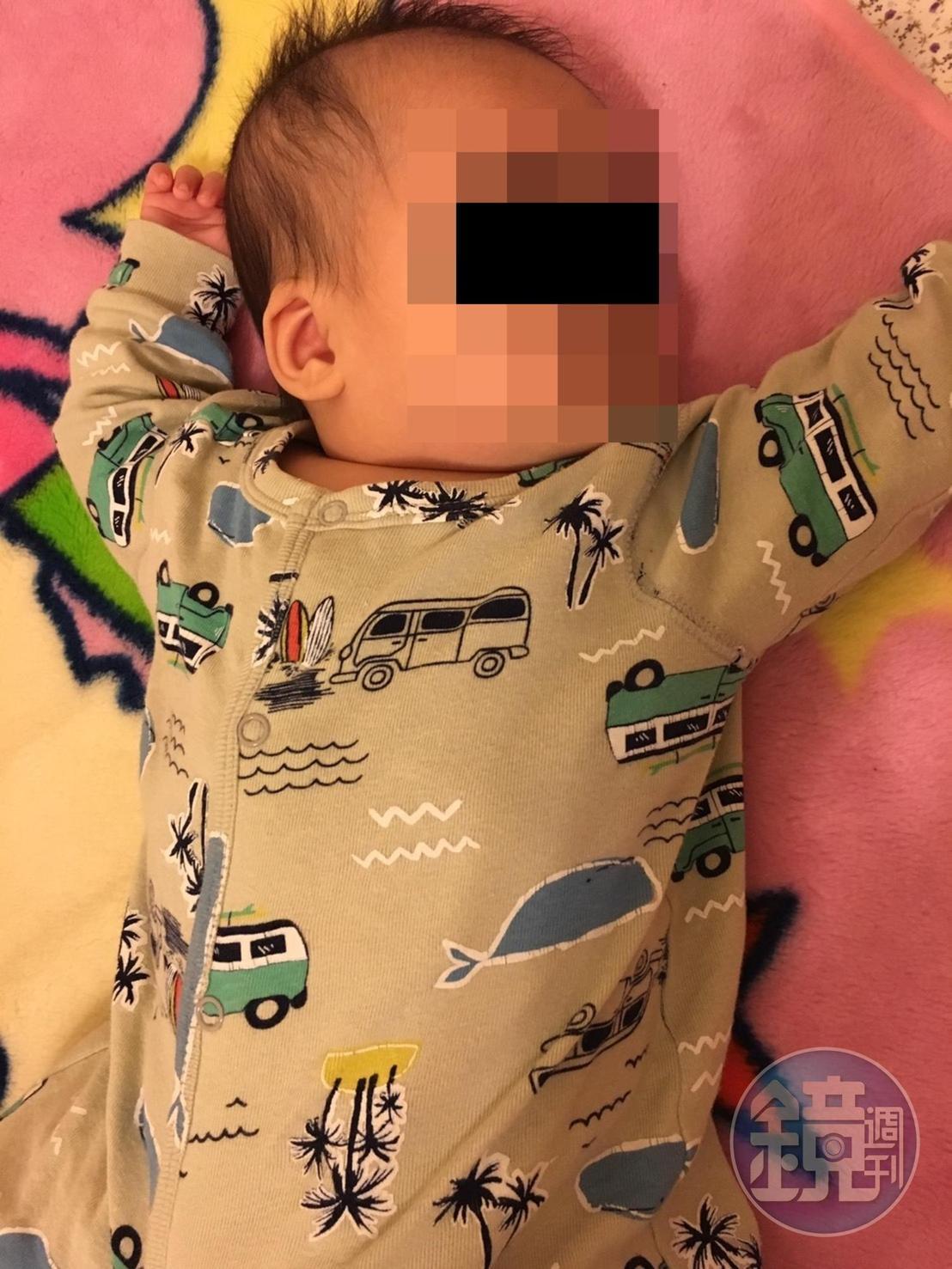 黃家指控周員不認、不養自己的親生兒子。(投訴人提供)