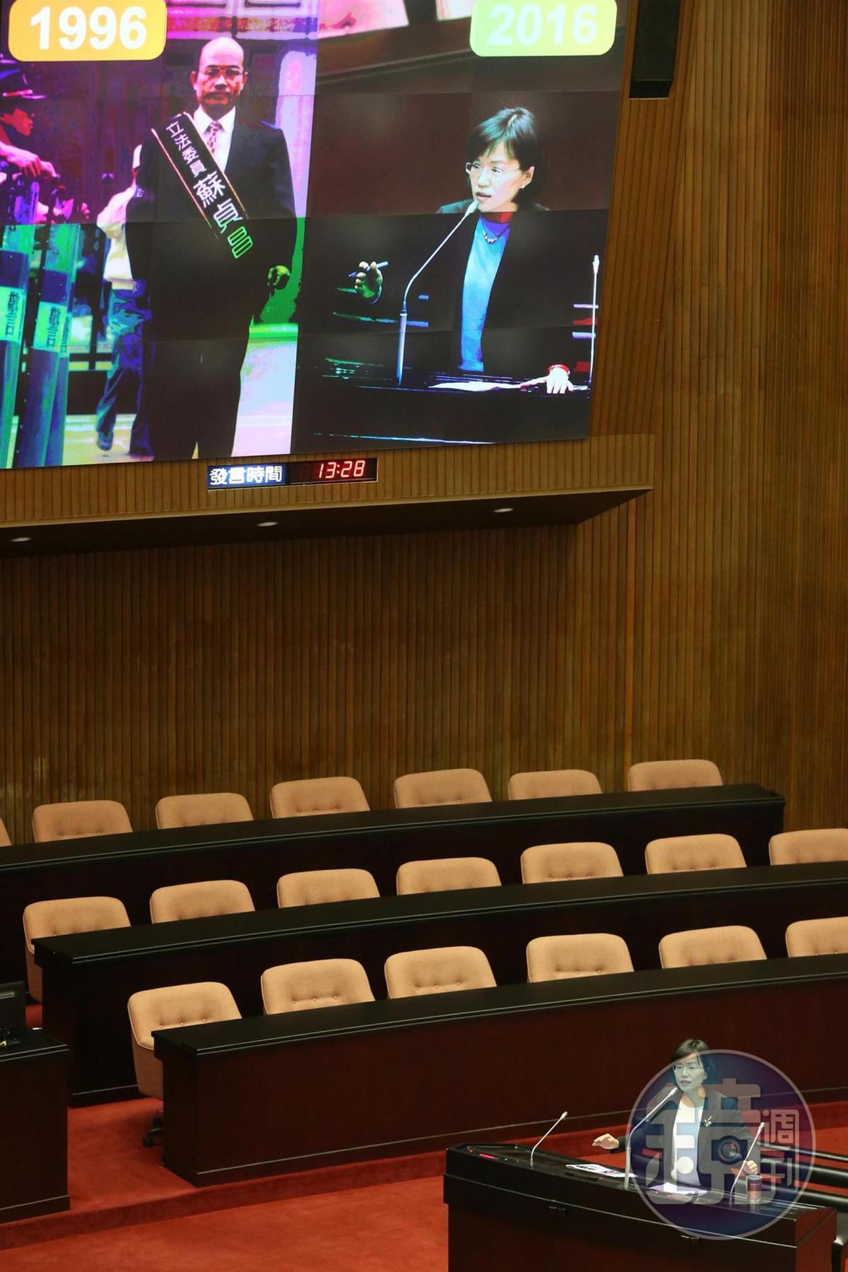 民進黨立委蘇巧慧今質詢行政院長蘇貞昌,還秀出蘇貞昌的舊照片。