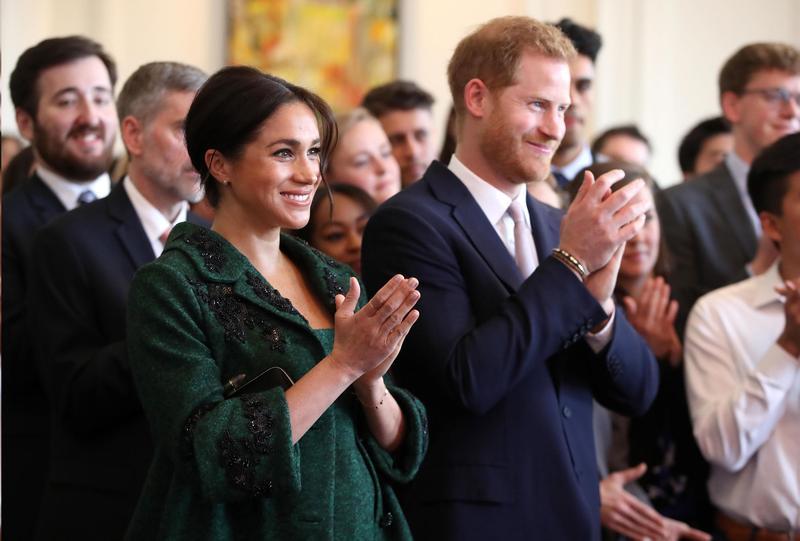 梅根與哈利王子婚後升格為公爵夫人,但網路負面評論不斷,經調查發現可能是被黑粉惡意刷負評。(東方IC)